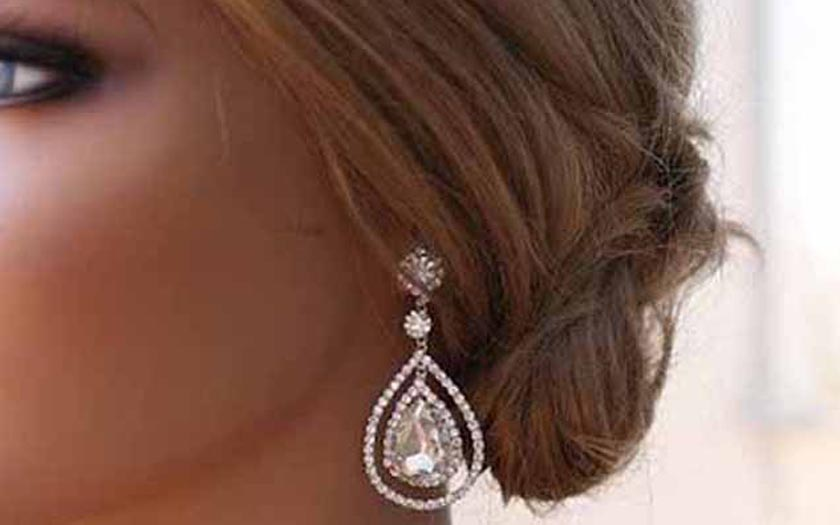 How to Accessorize Your Wedding Dress
