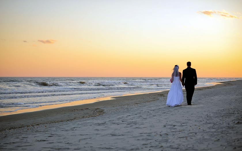 Do you have a dream wedding? What about having one at the beach?